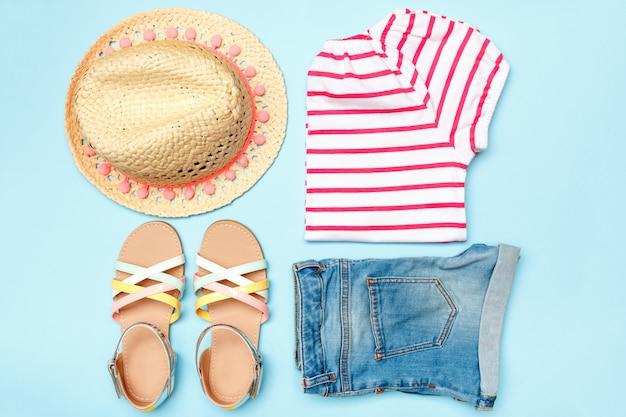 Colagem de roupas de verão menina mulheres em um fundo