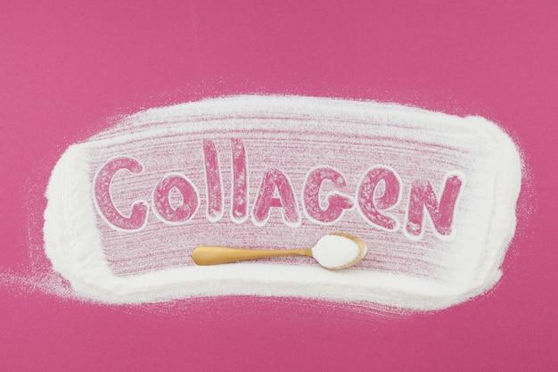 Colágeno de inscrição e pó de colágeno na colher de ouro. ingestão extra de proteína. suplemento de beleza natural e saúde para pele, ossos, articulações e intestino.