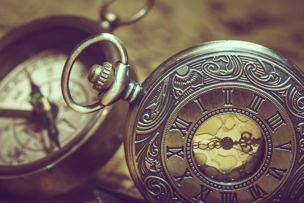 Colar antigo relógio
