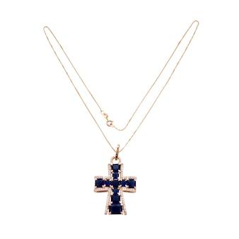 Colar de corrente dourada com pingente de crucifixo na superfície branca