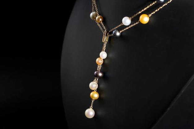 Colar de ouro com pérolas multicoloridas colar de luxo
