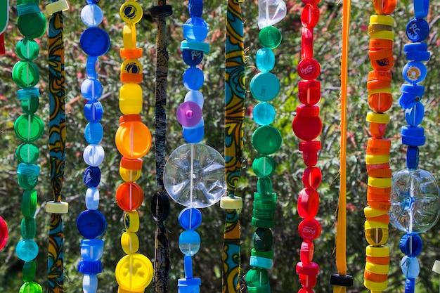 Colares coloridos, grande grupo de miçangas e colar de pedra, fundo de joias