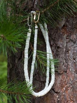Colares de madrepérola feitos à mão em peças polidas para presente para mulher