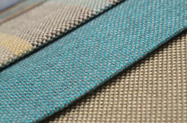 Coleção brilhante de amostras de matéria têxtil coloridas do gunny.