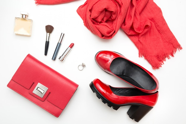 Coleção de acessórios femininos vermelhos para data especial