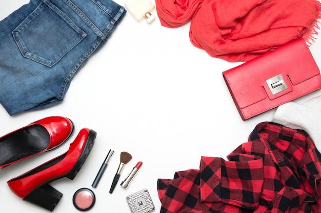 Coleção de acessórios vermelhos femininos para data especial