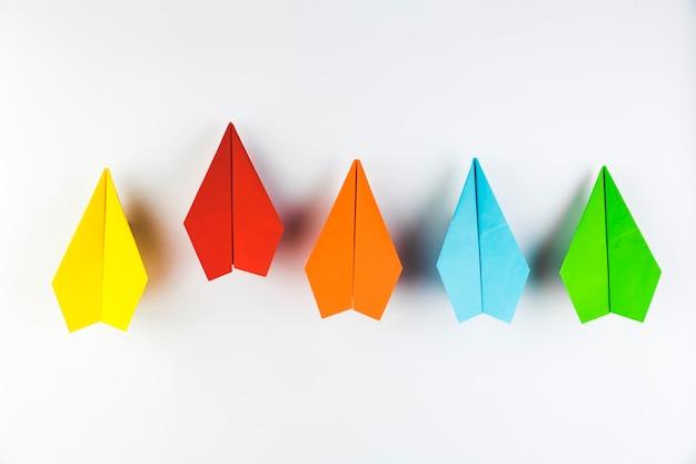 Coleção de avião de papel colorido