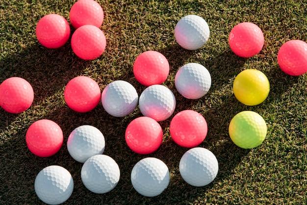Coleção de bolas de golfe de vista superior