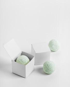 Coleção de bombas de banho em caixa