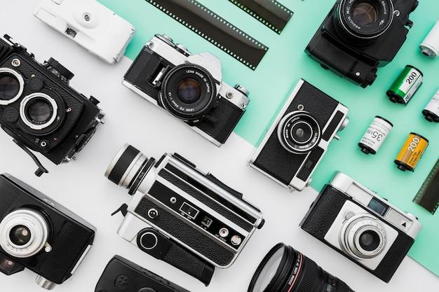 Coleção de câmeras de foto e vídeo perto de filme