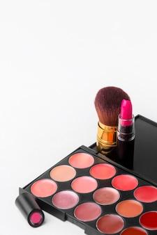 Coleção de close-up de acessórios de maquiagem com espaço de cópia