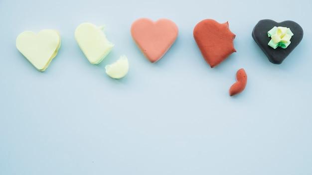 Coleção de deliciosos biscoitos em forma de coração