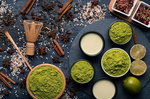 Coleção de diferentes tipos de granulação de chá verde