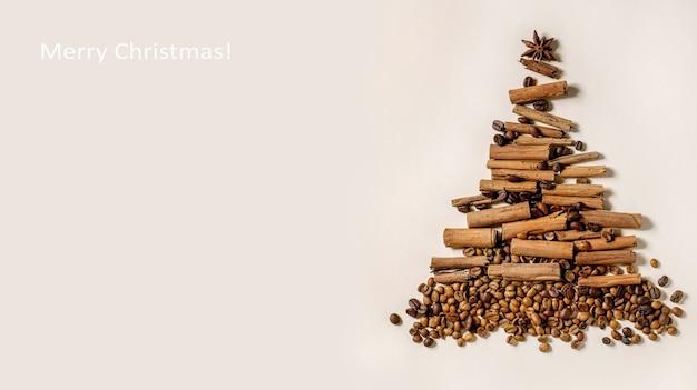 Coleção de especiarias aromáticas e diferentes grãos de café como árvore de natal