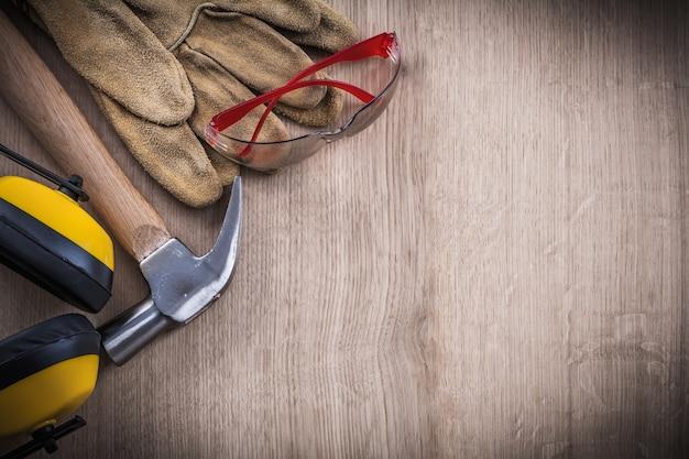 Coleção de ferramentas de trabalho de segurança e espaço para cópia do martelo de garra