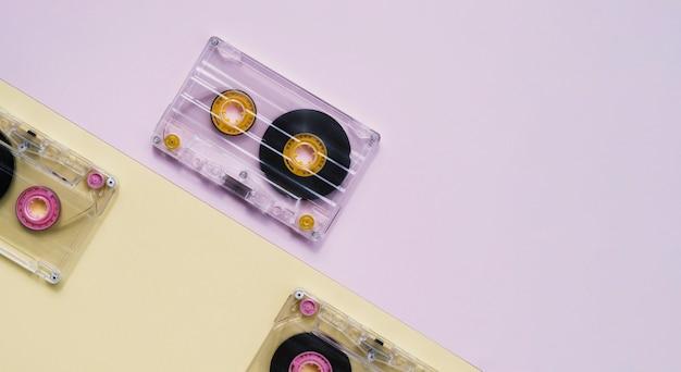 Coleção de fita cassete transparente com cópia-espaço