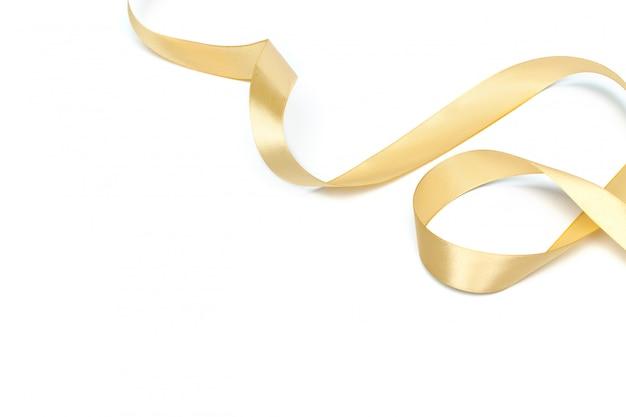 Coleção de fita dourada isolada no branco