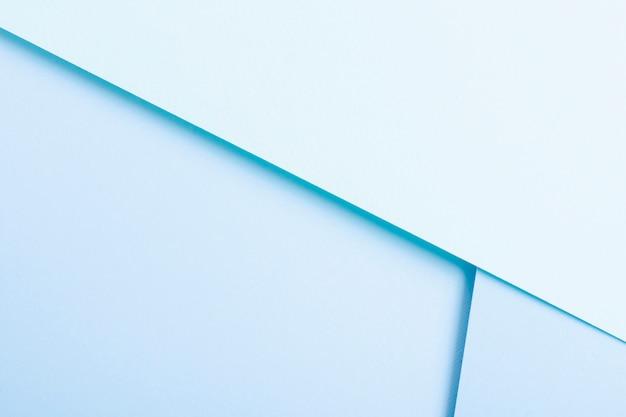 Coleção de folhas de papel em tons azul com espaço de cópia
