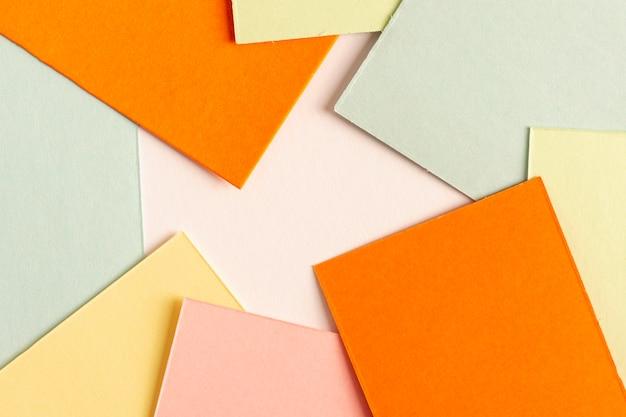 Coleção de folhas de papelão coloridas