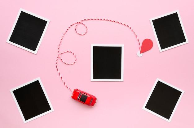 Coleção de fotos com brinquedo carro na mesa