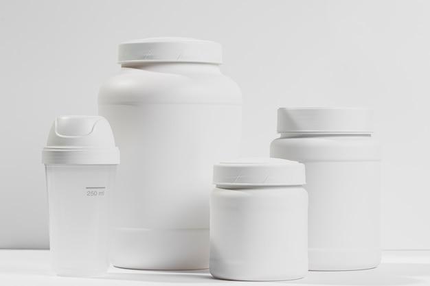 Coleção de frascos com suplementos de ginástica