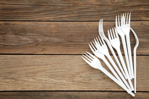 Coleção de garfos de plástico