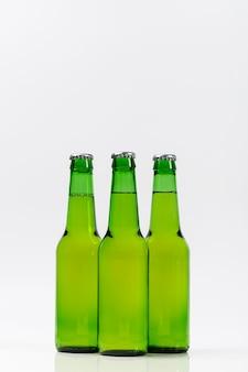 Coleção de garrafas de cerveja gelada