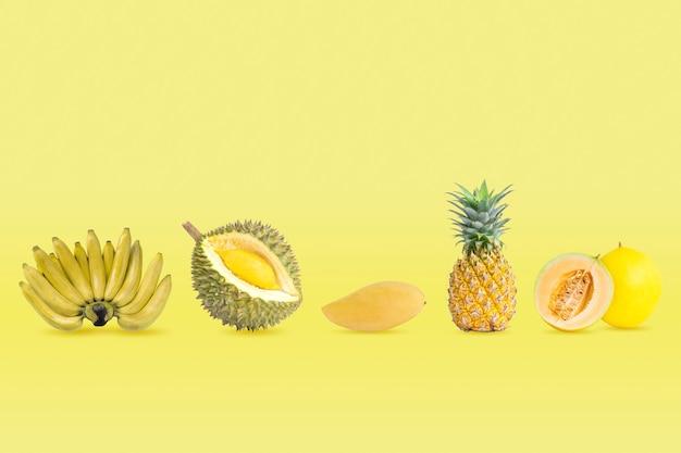 Coleção de grupo de frutas de cor amarela isoladas