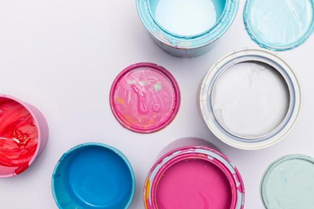 Coleção de latas de pintura