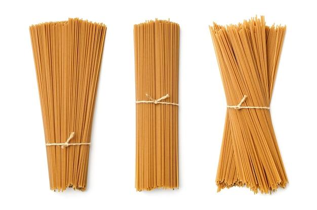 Coleção de massa de trigo sarraceno isolada no branco