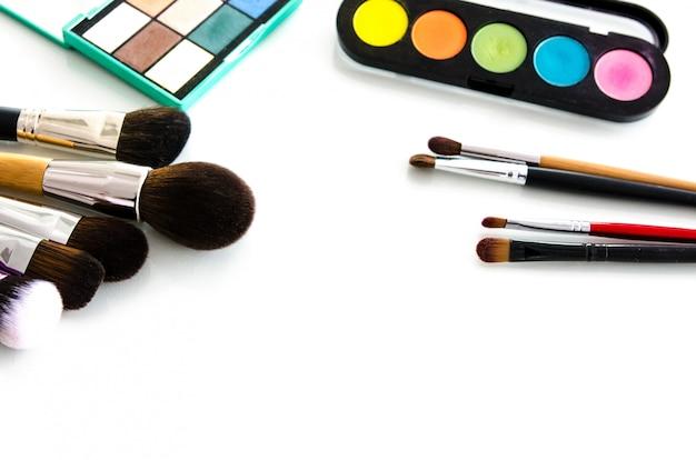 Coleção de paletas de ferramentas de beleza. vista do topo