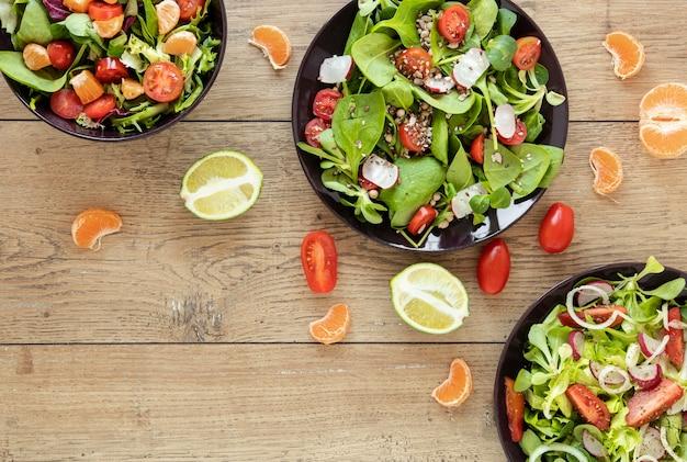 Coleção de pratos com saladas
