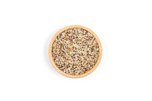 Coleção de quinoa isolada no fundo branco