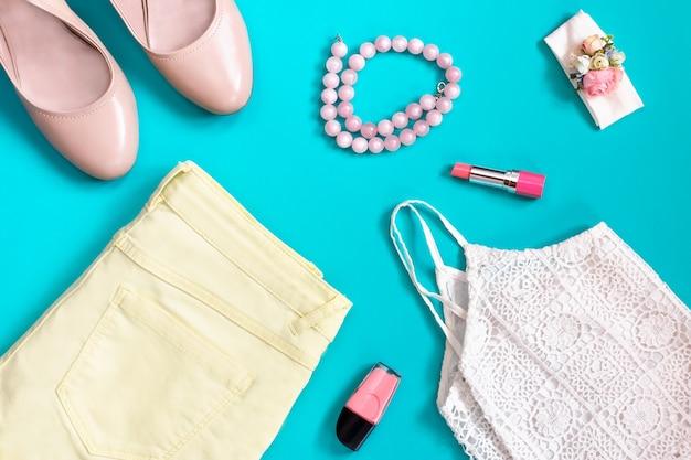 Coleção de roupas de verão feminino em tons pastel, estilo romântico