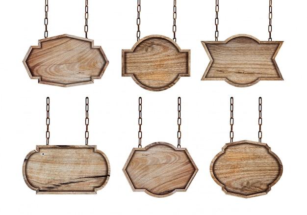 Coleção de sinais de madeira com corrente no fundo branco