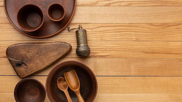 Coleção de talheres de madeira plana