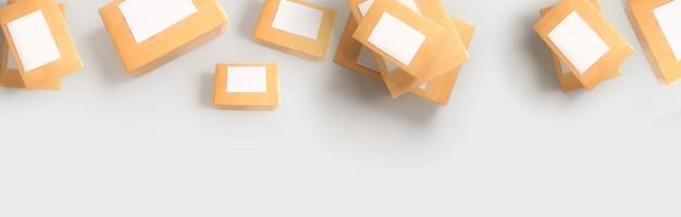 Coleção de várias caixas de papelão