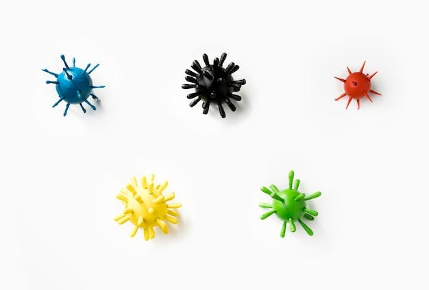 Coleção de vírus coloridos sobre fundo branco