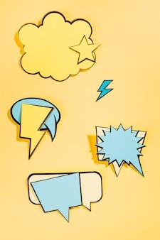 Coleção retrô de bolhas do discurso em quadrinhos no pano de fundo amarelo