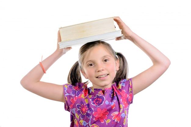 Colegial com livros na cabeça