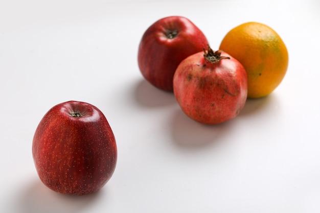 Coleta de frutas diversas