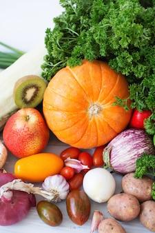 Coleta de frutas e vegetais.