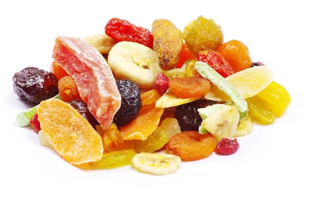 Coleta de frutas secas em branco