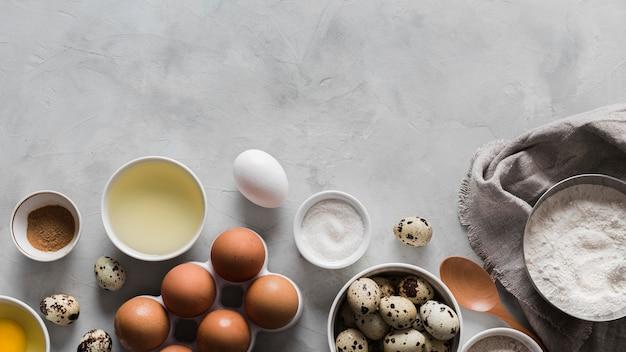 Coleta de ovos e ingredientes ao lado
