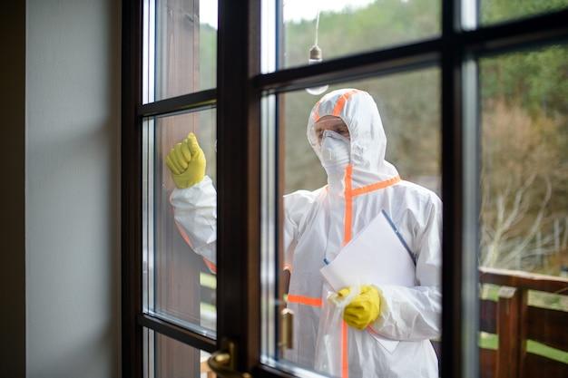 Coletando amostra de teste do vírus corona em casa, conceito de quarentena