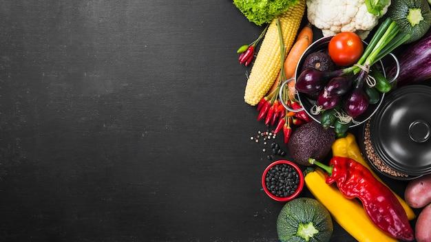 Colheita de macarrão e vegetais
