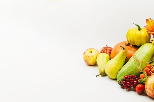 Colheita sazonal de bagas e legumes