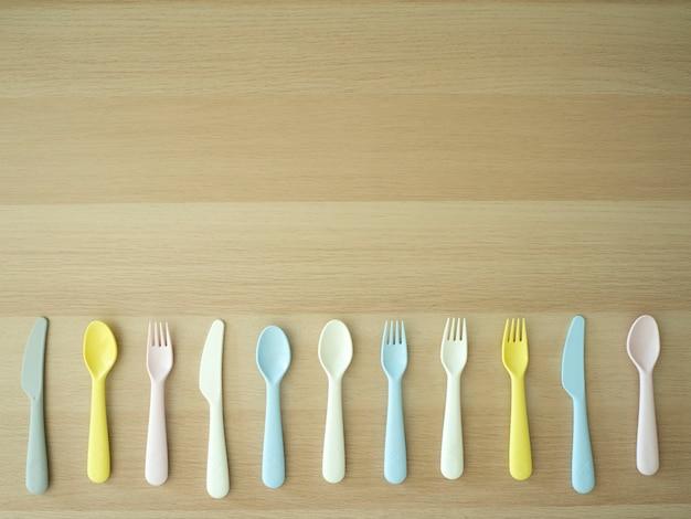 Colher de garfo faca colorido em madeira
