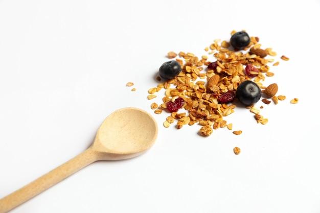 Colher de pau e granola caseira
