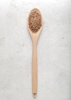 Colher de vista superior com sementes Foto gratuita